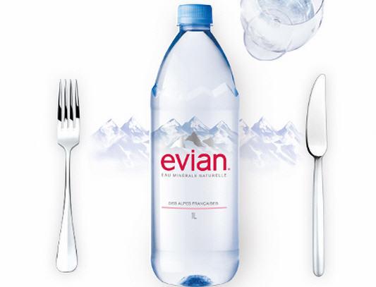 Nuoc khoang Evian (3)